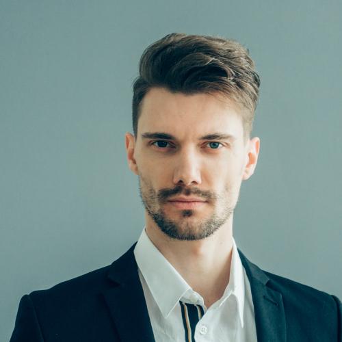 handsome man in suitover gray wall businessman mal YF6MJKE 1 CONSTRUCTORAS EN CANCUN